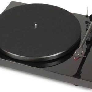 J06F67 - PRO-JECT Debut Carbon DC 2M Red, piano Plattenspieler [Debut Carbon DC 2M Red piano]